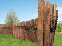 Un mur de vieilles traverses ferroviaires Image stock