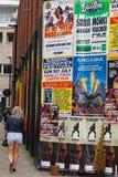 Un mur des affiches dans Soreditch Photos stock