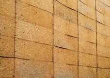 Un mur des panneaux orientés de brin Photographie stock