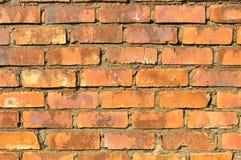 Un muro di mattoni invecchiato rosso Immagine Stock Libera da Diritti