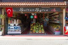 Un negozio che vende il turco dei dolci ha asciugato i frutti e le spezie Immagine Stock