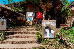 Un negozio di ricordo e della galleria di arte nel villaggio di Maekampong, Chiang Mai fotografia stock libera da diritti