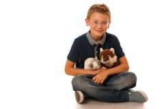 Un niño con los juguetes aislados sobre el fondo blanco Imagen de archivo libre de regalías