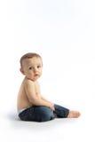 Un niño joven en un fondo blanco Fotografía de archivo libre de regalías