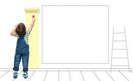 Un niño pinta una pared pintada imagen de archivo libre de regalías
