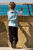 Un niño solo Imagen de archivo