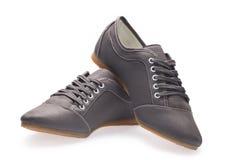 Un noir de paires des chaussures de sports avec des dentelles Photo stock