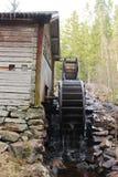 Un noria nella foresta svedese Immagini Stock Libere da Diritti