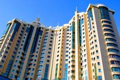 Un nouveau bâtiment à plusiers étages Gratte-ciel Images libres de droits