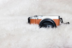 Un nouvel appareil-photo sur un fond blanc Image stock