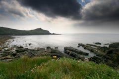 Un nuage de tempête roule dedans de l'Océan atlantique. Photo stock