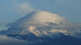 Un nuage lenticulaire plus pluvieux Photos stock