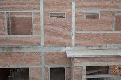 Un nuovo bastone ha costruito in costruzione domestico Casa residenziale della costruzione nuova in corso al cantiere fotografia stock