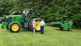 Un nuovo trattore di John Deere 6190R Fotografia Stock Libera da Diritti