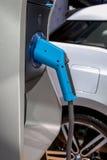 Un objet exposé haut de chargeur de BMW i3 de poignée de fin électrique de support aux 2 Photo stock