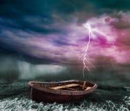 Un océan orageux image libre de droits