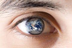 Un oeil d'homme Photographie stock libre de droits