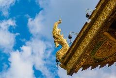 Un oggetto architettonico sul tetto del tempio Fotografia Stock Libera da Diritti