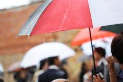 Un ombrello sotto la pioggia Fotografia Stock Libera da Diritti