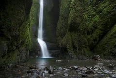 Un Oneonta más bajo baja cascada situada en la garganta occidental, Oregon Imagenes de archivo