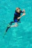 Un operatore subacqueo della signora sulla superficie Fotografia Stock