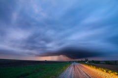Un orage la nuit près de ville du Nébraska, Nébraska photo libre de droits