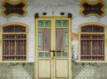 Un ornement et une architecture des portes photographie stock libre de droits