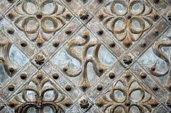 Un ornement gothique d'une trappe médiévale d'église Image libre de droits