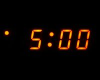 Un orologio digitale di 5 (isolato) Fotografia Stock