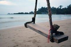 Un'oscillazione e una spiaggia in Tailandia Fotografie Stock Libere da Diritti