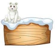 Un ours blanc au-dessus d'un conseil en bois vide Photo libre de droits