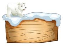 Un ours blanc au-dessus de l'enseigne en bois vide Photographie stock