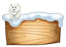 Un ours blanc blanc au-dessus de l'enseigne en bois Photos stock