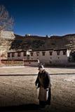 Un pèlerin du monastère Gyantse Thibet de Palkhor Image stock