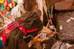 Un pèlerin tibétain dans Yubeng image stock
