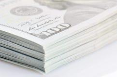 Un pacco di cento dollari di banconote Fotografia Stock Libera da Diritti