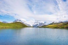 Un paesaggio magico con un lago nelle montagne in Al svizzero Fotografia Stock Libera da Diritti