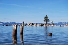 Un paesaggio silenzioso di Lake Tahoe in inverno Immagine Stock