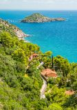 Un paesaggio soleggiato di estate vicino ad Oporto Ercole, in Monte Argentario, nella regione della Toscana di Italia immagini stock