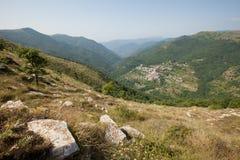 Un paesino di montagna nelle alpi ligure Immagine Stock