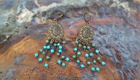 Un paio degli orecchini del turchese Fotografie Stock Libere da Diritti