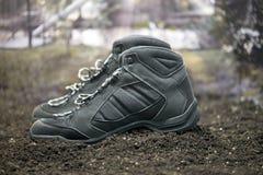 Un paio degli stivali di camminata neri Fotografie Stock Libere da Diritti