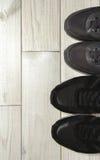 Un paio delle scarpe maschii e femminili Fotografie Stock Libere da Diritti