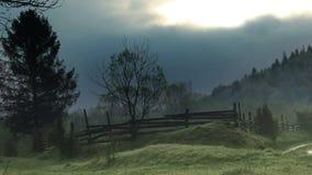 Un paisaje cárpato en la mañana almacen de video