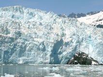 Un paisaje de la pared vertical de un glaciar masivo Foto de archivo libre de regalías