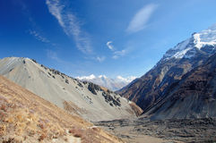 Un paisaje hermoso cerca del lago Tilicho en Nepal Fotos de archivo libres de regalías