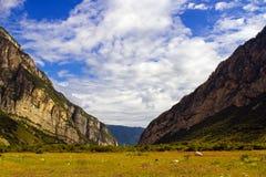 Un paisaje hermoso de montañas Fotografía de archivo libre de regalías