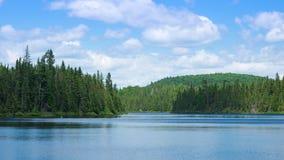 Un paisaje hermoso del lago en Canadá imágenes de archivo libres de regalías