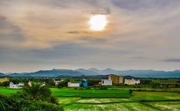 Un paisaje hermoso por tarde imagen de archivo