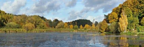 Un paisaje lituano rural típico del otoño del estado Imágenes de archivo libres de regalías